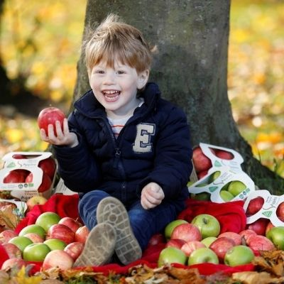 SuperValu is the First Irish Supermarket to introduce Own Brand Compostable Grass Trays for Organic Apples