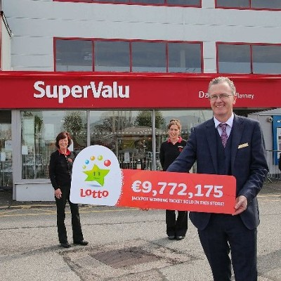 Lottery lightning strikes twice in a week for Killarney store who sell winning €9.7 million Lotto jackpot ticket  Daly's SuperValu in Killarney celebrate Lotto success – just days after selling €500,000 EuroMillions prize