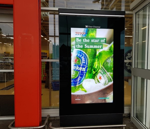 Heineken® celebrates summer moments with Digital Out of Home Advertising