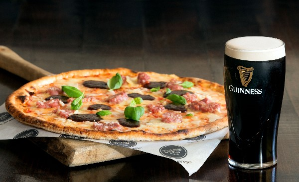 GUINNESS TEAMS UP WITH ITALIAN RUGBY LEGEND, MARTIN CASTROGIOVANNI AND BASE WOOD FIRED PIZZA TO CREATE THE ULTIMATE ITALIAN-IRISH PIZZA, WITH A TOUCH OF GUINNESS MAGIC – 'THE GUINNESS SCRUMPTIOUS'