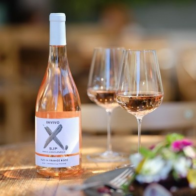 "Sarah Jessica Parker Adds A New Rosé Wine ""Invivo X, SJP Rosé"" to Her Collection Of Wine with Invivo & Co"